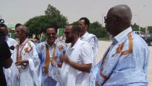 بعض الشيوخ خلال الاحتجاج أمام مبنى مجلس الشيوخ بالعاصمة نواكشوط.