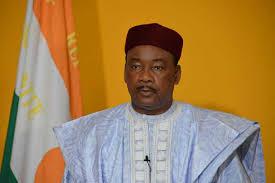 الرئيس النيجري محمدو إسوفو.