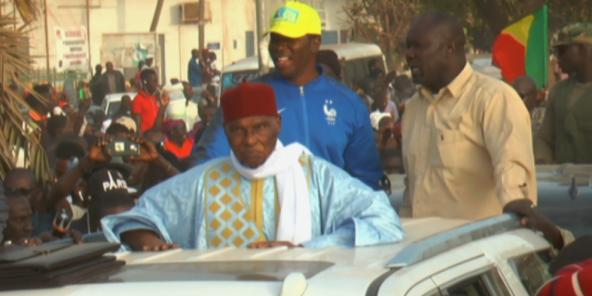 الرئيس السنغالي السابق عبد الله واد لدى وصوله داكار 07-02-2019.